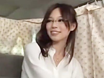 セレブ感のあるスレンダーな人妻をナンパしてインタビュー