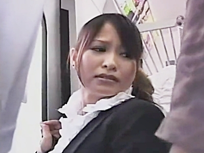 電車で痴漢される激カワOLのお姉さん