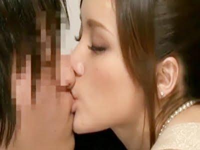 童貞とSEXを切望する美人人妻(観月由奈)