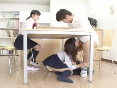 彼女の親友が机の下からフェラチオする