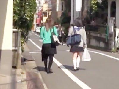 帰宅途中の女子校生を付け狙うストーカー