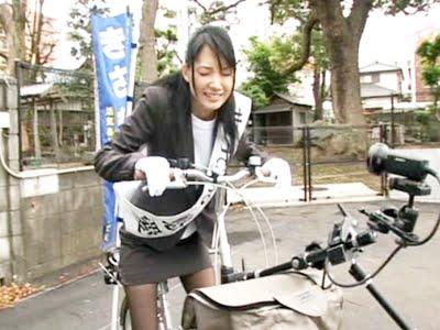 アクメ自転車に乗るだけで感じちゃってる妃悠愛