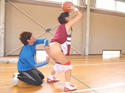 変態コーチにHな指導を受ける巨乳女子校生