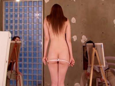 展示会の作品を壊した代償に全裸でヌードモデルをさせられる巨乳の人妻