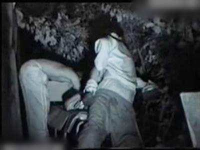 泥酔ギャルを野外レイプする二人の不良少年