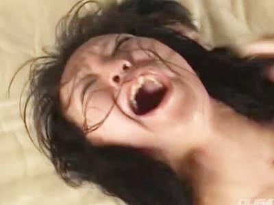 2人の男にハメ撮りされながら暴行・レイプされ絶叫するお姉さん