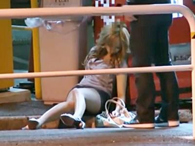 「アイツさらっちゃおうぜ…」泥●して路上で倒れ込む女を拉致ってSEX14人4時間