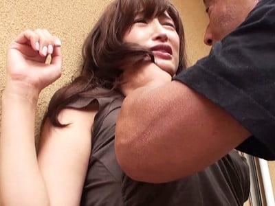 物干し竿に拘束された巨乳妻 松井優子