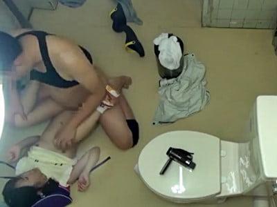 少女トイレこじ開けレ●プ