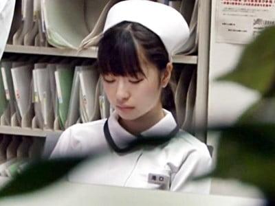 夜勤中に居眠りしている看護婦を夜●いしちゃった俺
