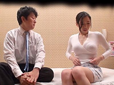 ●袋人妻ヘルスの新人研修に密着!素股講習中にご無沙汰マ●コが擦れすぎて気持ちよくなってしまった奥様たちは 入れちゃダメなんですよねといいつつ他人棒の膣内初挿入を拒めない!!2
