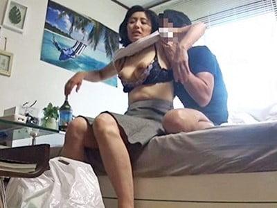 50代以上 ド熟女限定!!デカチン見せつけ軟派、連れ込みセックス盗撮「奥さん、知らない間にAV出演してますよ」07