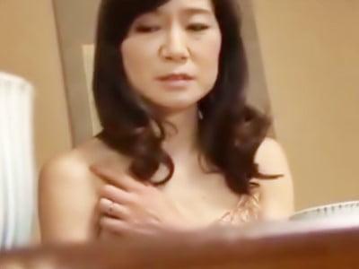 人妻痴●電車~さわられた五十路母~ 久倉加代子