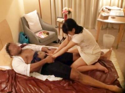 ヌキ無しの健全な日本人女性マッサージ師を呼んで、黒い肉棒をチラつかせて強引にハメる盗撮映像3