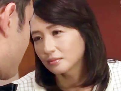 バイト先で知り合った素敵な奥さん 安野由美