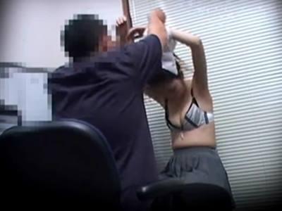 万引きしたJKが鬼畜店長に身体検査され辱められる