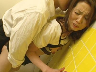 五十路専用痴●トイレ 犯●れて生中出しされる熟れた女達