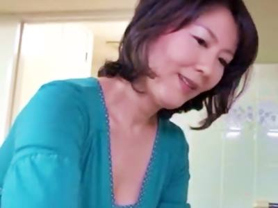 43歳弁護士です。僕の学費は当時、母親が、その都度カラダを売って、捻出してくれていました。 円城ひとみ