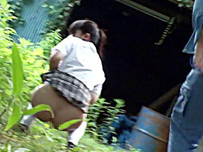 野ション中に襲われオシッコが止まらなくて逃げられず尻肉を掴まれ後ろから即ハメされた女子校生 2