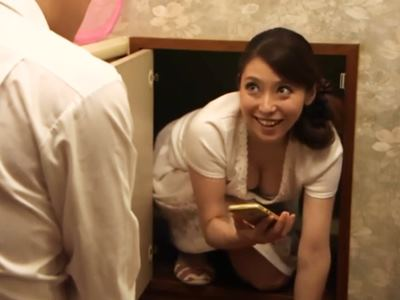 隣の奥さんと卑猥なかくれんぼ 白木優子