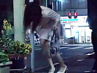 無言作品集33 金曜日の終電後、自宅の近所の道端で酔いつぶれてる女を持ち帰って…