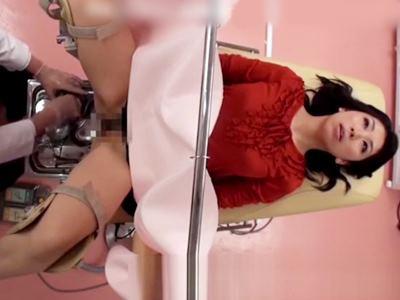 品川婦人科クリニック 性器がビクビク痙攣するほど触診された美巨乳妻中出し