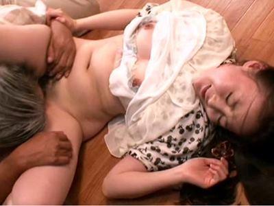 世にも奇妙な幸せな家族!! 息子に抱かれ・夫の兄にも抱かれて生中出しされる妻 池上桜子